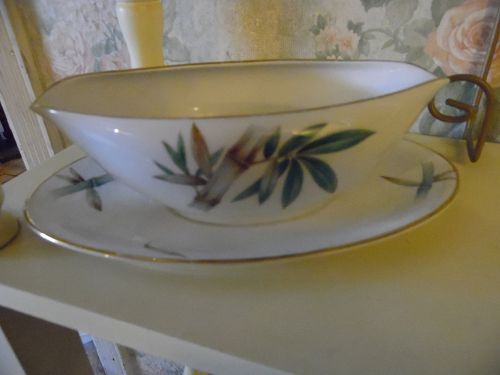 Noritake Canton #5027 bamboo Gravy boat with attached underplate