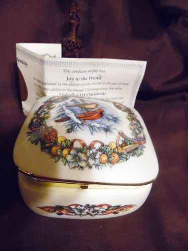 Melodies of Christmas porcelain Music Box plays Joy to the world
