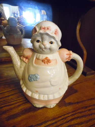 Miss Kitty cat ceramic tea pot