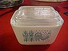 Butter print,  Pyrex 1 1/2 cup refrigerator dish w/ lid