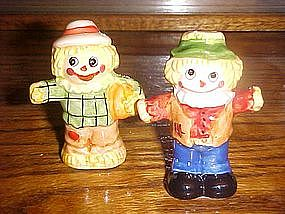 Scarecrow salt and pepper shaker set