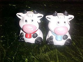 Cow, black & white salt and pepper shakers