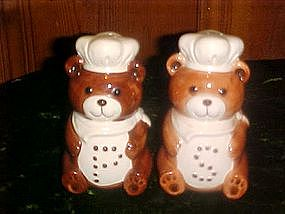 Large teddy bear chef, range salt and pepper shakers
