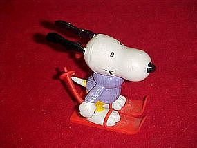 Peanuts Snoopy on skiis, pvc figure