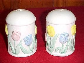 Tulips salt and pepper shaker set