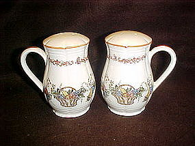 Large ceramic range shakers with fruit basket