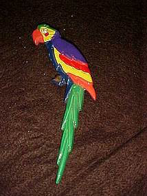 Great and colorful parrot pin