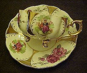 Classica  Vintage Fancy teacup and saucer set, legs