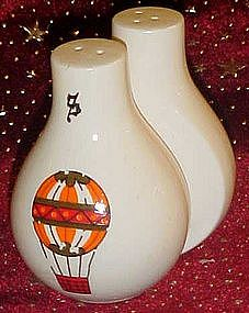 Hot air balloon salt and pepper shaker set