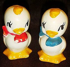 Universal pottery  little chick salt and pepper