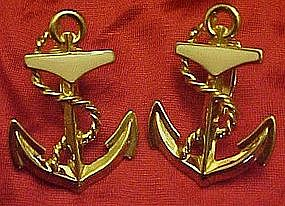 Avon gold tone anchor clip earrings