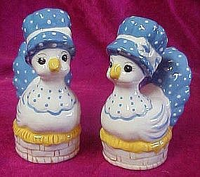 Hand painted hen on a nest ceramic shakers