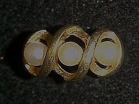 Vintage 1973 Triple Twist Avon pearl ring