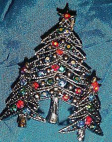 Awesome rhinestone Christmas tree pin