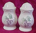 Pfaltzgraff grapevine salt and pepper shaker set