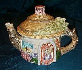 Teddy Bear's cottage, ceramic teapot