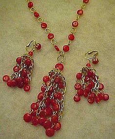 Retro red plastic chandelier beaded necklace