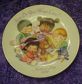 Avon 1992 Mothers day plate, How do you wrap love
