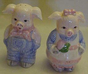 Ceramic country pigs salt an pepper shakers