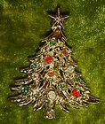 Gold tone Christmas tree pin with rhinestones & jewels