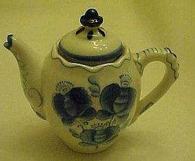 Delft  blue and white 2 cup teapot