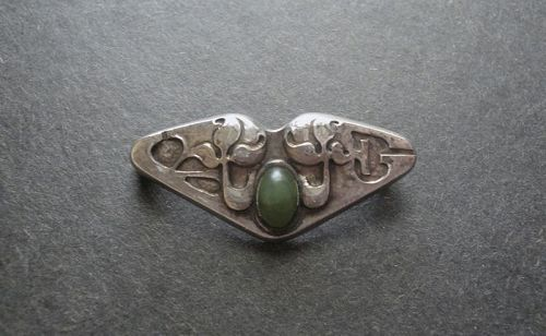 Vintage Sterling Arts and Crafts Hammered Brooch Jade Cabochon