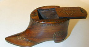 Snuff box in the form of a shoe