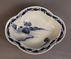 Blue and white Kakiemon style mokogata dish, Fuku mark