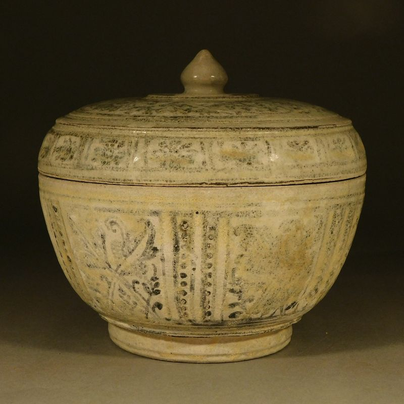 A Larger Sawankhalok Covered Jar, Glaze Weathered, 16.2 cm diameter
