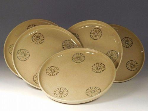 Set of Five Japanese Kyo-Satsuma Dishes, Imperial Chrysanthemums Motif