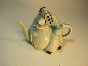Early 20th C. Chinese Porcelain Figurine Teapot / Wine