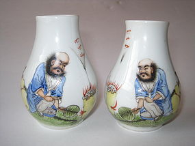 Early 20th C. Chinese Famille Rose Porcelain Small Vase