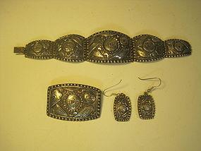 A Set Of Chinese Old Silver Bracelet Earrings Brooch MK