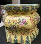 Famille Rose-Enameled porcelain stand