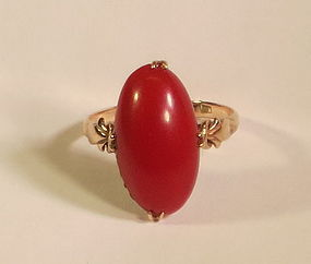 Beautiful vintage oval coral 14k Gold Ring
