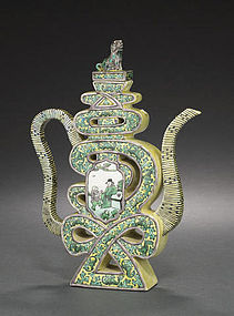 A famille verte enameled wine pot