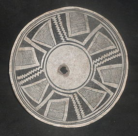 AN EXCELLENT EXAMPLE OF A CLASSIC MIMBRES NEGATIVE BOWL