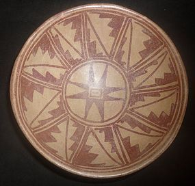 A BICHROME GEOMETRIC NARINO BOWL FROM ECUADOR