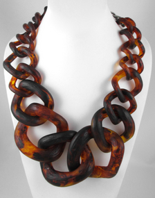 Chic Chunky Tortoise Resin Chain Necklace
