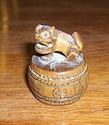 china toggle Lion on drum with moving seeds boxwood