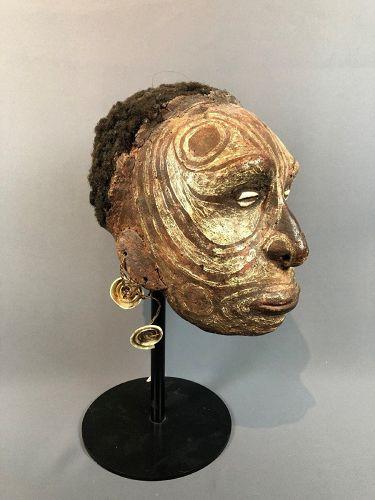 a iatmul overmodeled skull