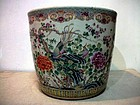 19C CHINESE FAMILLE ROSE POT