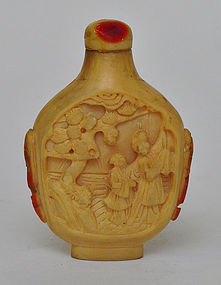 A Chinese Hornbill Carved Snuff Bottle
