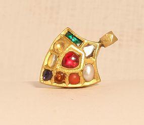 Indian Kundan 9 stone pendant in 20k gold