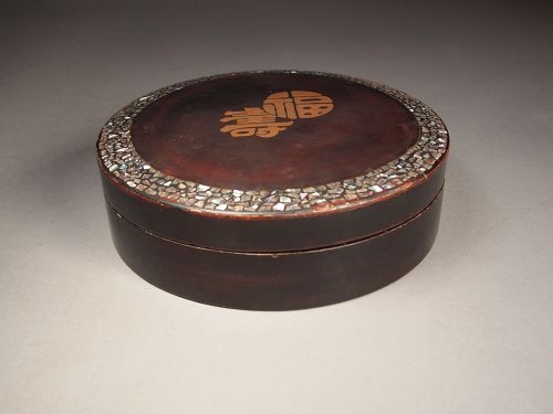 Chinese lacquer box with abalone inlay