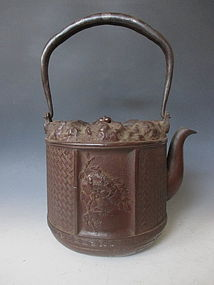 Japanese Iron Teapot (Tetsubin) by Okuni Jurou