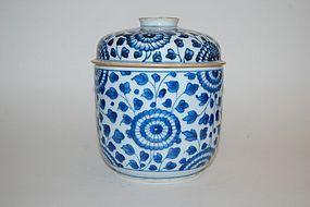 NICE KANGXI PERIOD BLUE AND WHITE JAR AND COVER