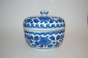 18TH OR 19TH CENTURY BLUE AND WHITE JAR AND COVER