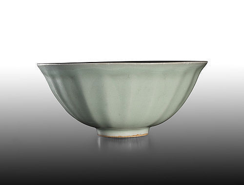 Very rare Southern Song dynasty Longquan celadon lotus bowl kinuta