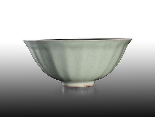Very rare Southern Song dynasty Longquan celadon lotus bowl kinuta